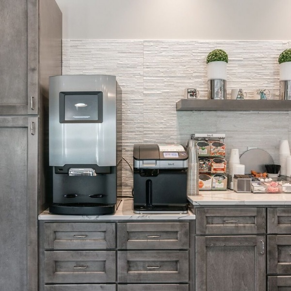 Here at The Banks we have a 24/7 coffee bar featuring customized cappuccinos, lattes, hot chocolate, flavored sparkling water & more! ☕️Just one of the many amazing amenities we offer - call for your personal tour! See you soon! (615) 713 1360. • • • • #thebanksatwestfork #coffeebar #sparkilingwater #amenities #greystar #leaseup #brandnew #lovewhereyoulive #southeastbeastmode #murfreesboro